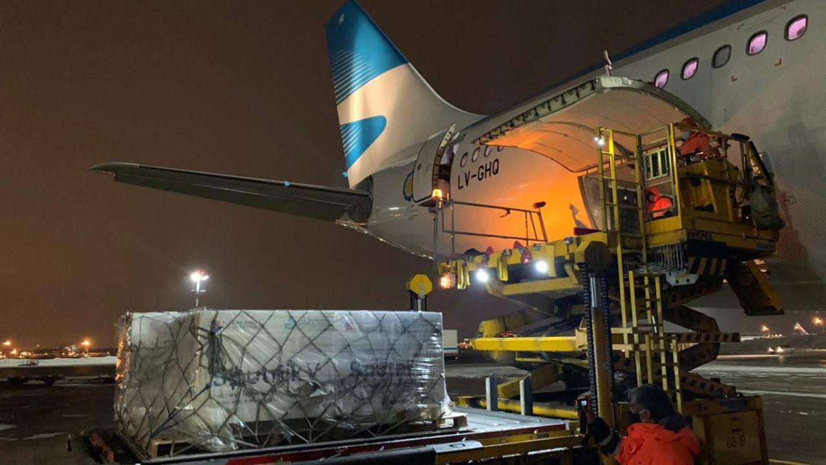 Un nuevo vuelo parte mañana a Rusia para traer vacunas