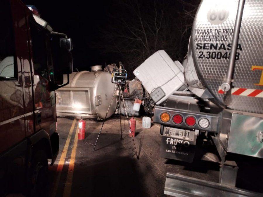 Dos camiones colisionaron de manera frontal