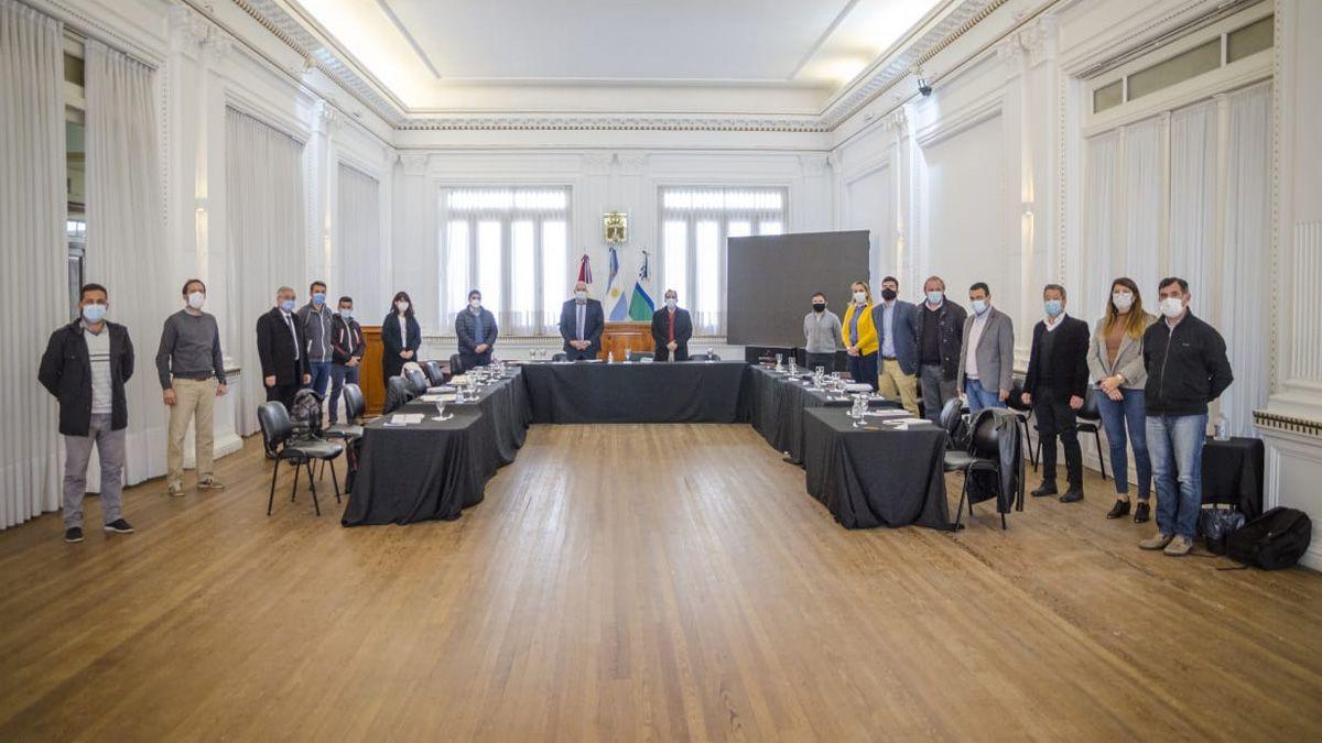 Con eje en lo social y la producción, Juan Manuel Llamosas se reunió con su gabinete