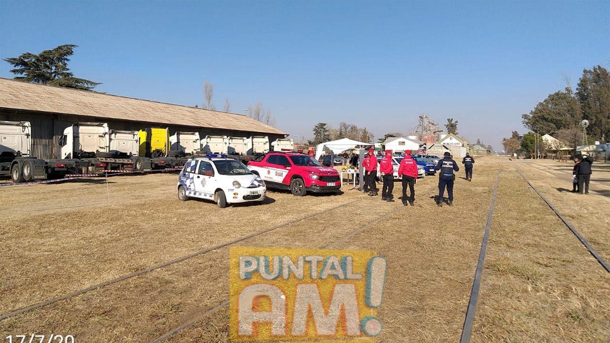 Los camiones quedaron apostados en el centro de contención mientras que los 16 choferes son examinados.