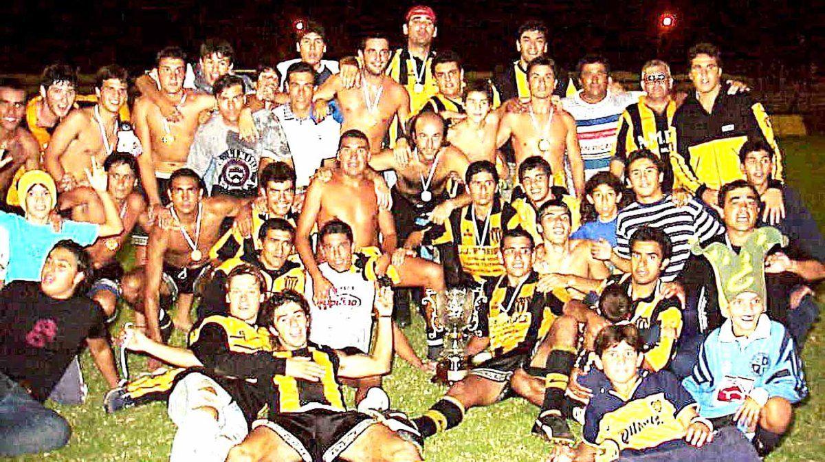El equipo de Unión Central que obtuvo el torneo Provincial 2002. El DT era Aureliano Sánchez.