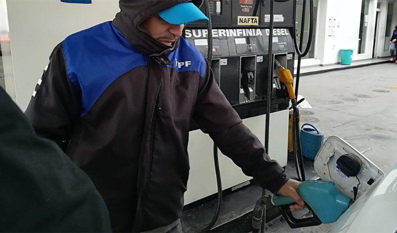 Desde hoy, suben 4,5% los combustibles de YPF