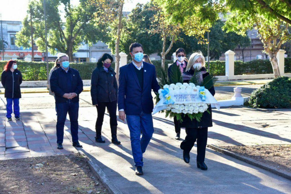 Trabajadores de la salud llevaron a cabo el izamiento del Pabellón Nacional