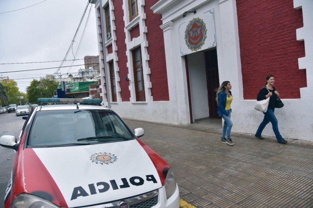 Efectivos de la fuerza actuaron en cinco domicilios del conglomerado e informaron a más de 30personas.