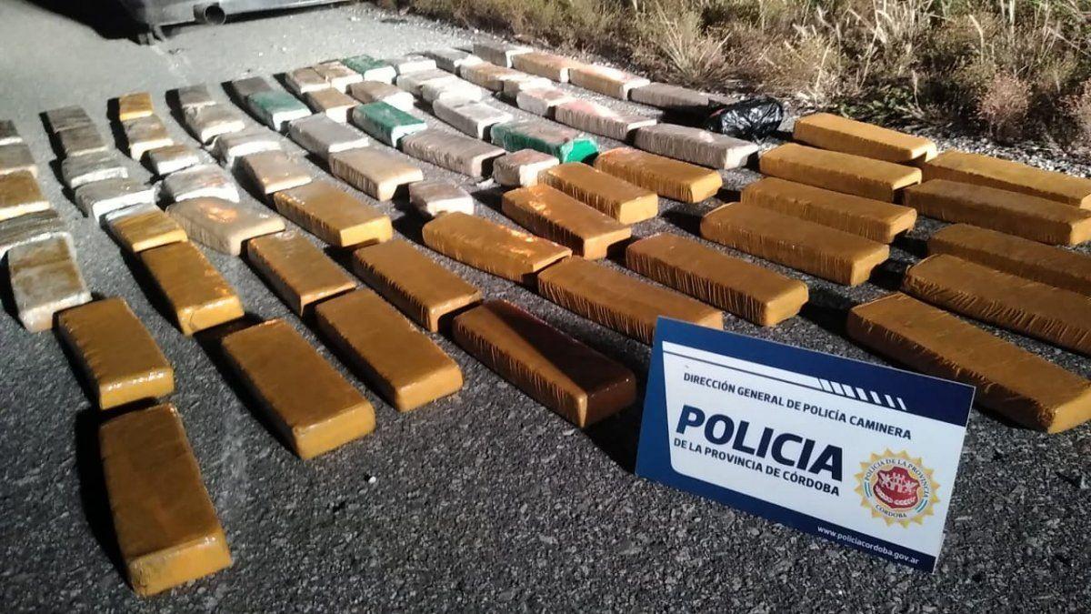Se les rompió el auto y los descubren con unos 50 kilos de marihuana