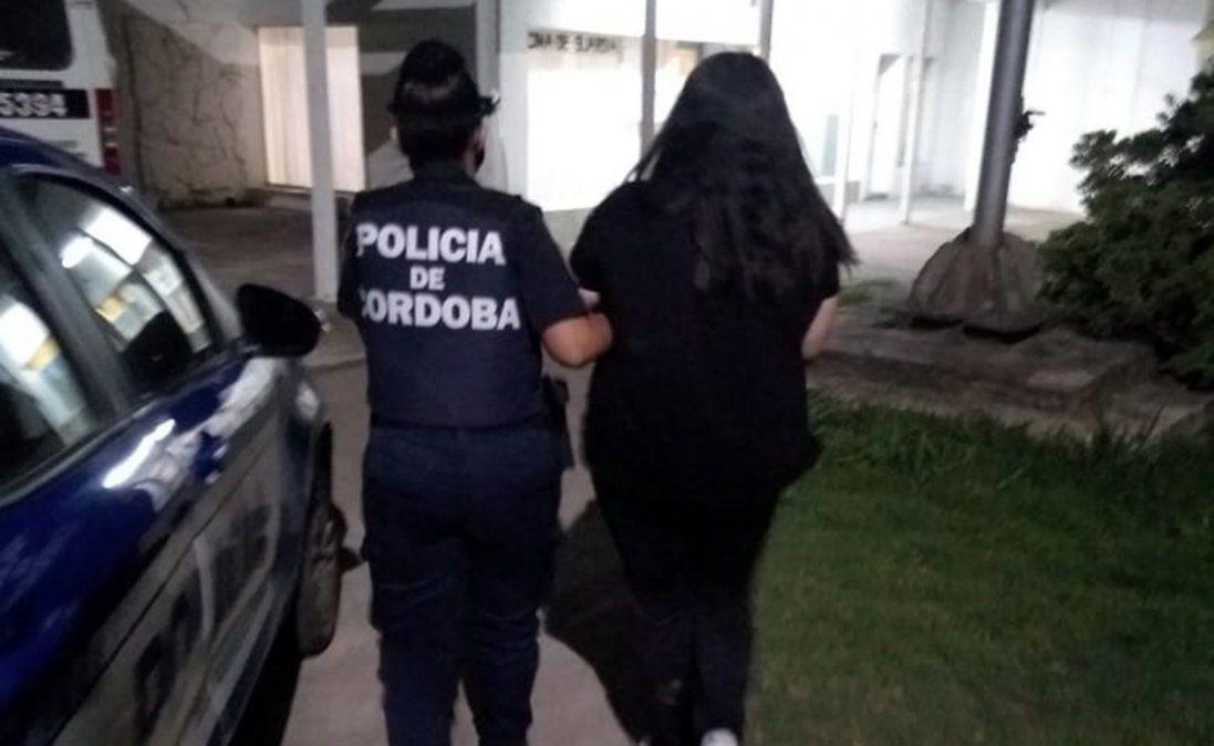 La detuvieron por incumplir una orden de restricción y agredir a su ex