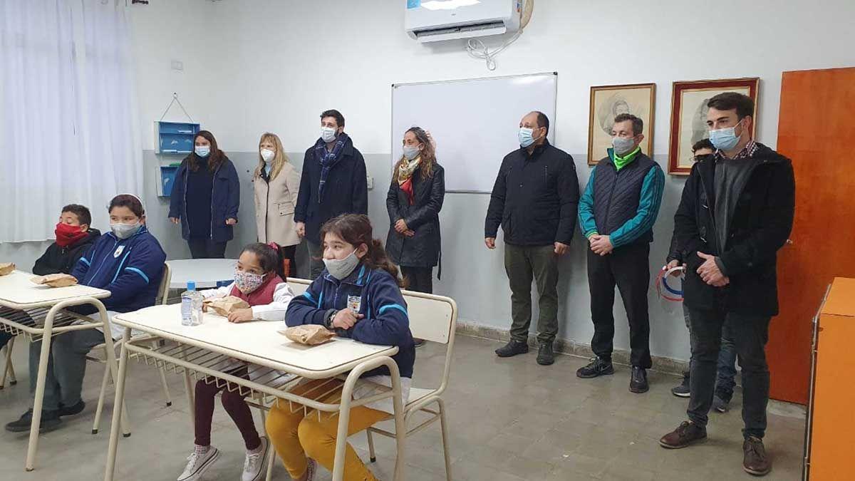 Los chicos de la escuela rural de Colonia La Ñatita pudieron volver a las aulas ayer