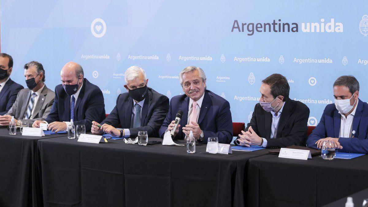 Alberto Fernández encabezó la reunión con empresarios vitivinícolas.