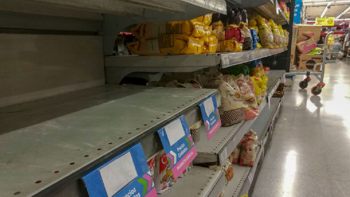 Góndolas de hipermercados ya muestran faltantes de productos.
