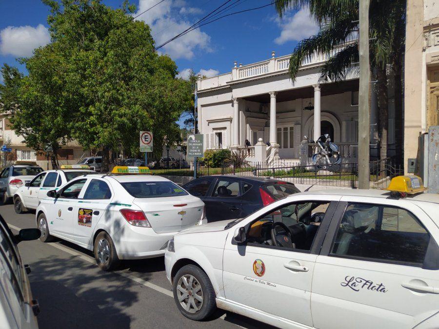 Los taxistas aguardan la respuesta del Municipio para la próxima semana