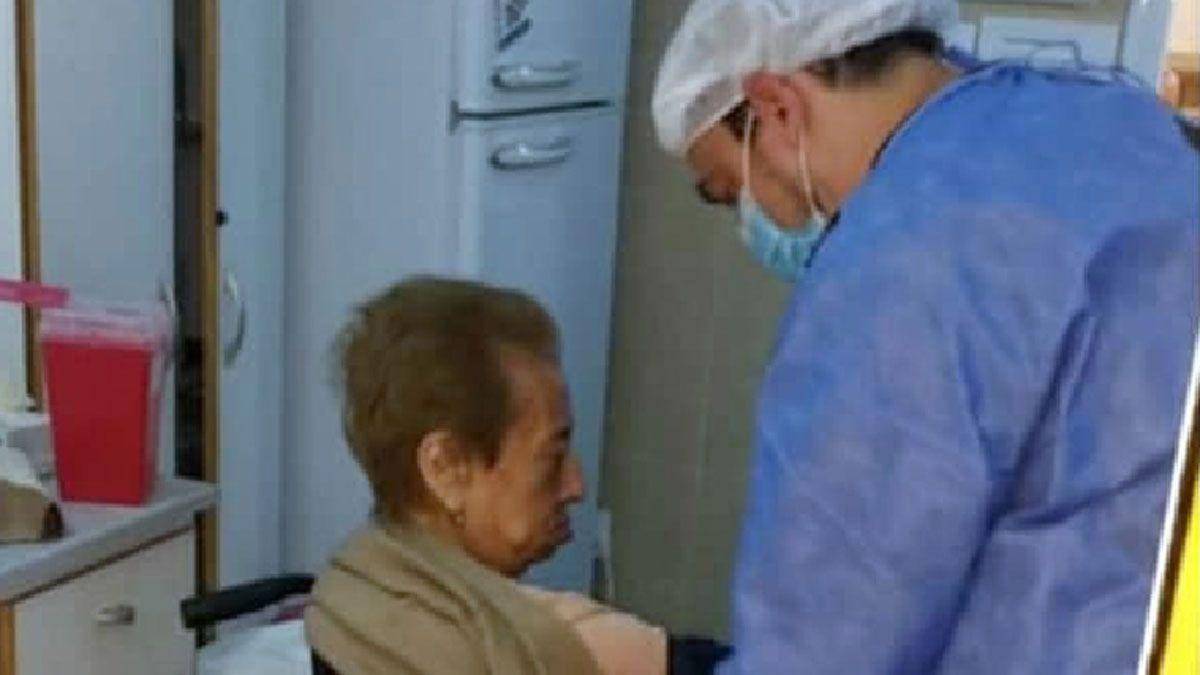 Fernández consideró que la vacunación VIP es reprochable y le pidió a Vizzotti ajustes