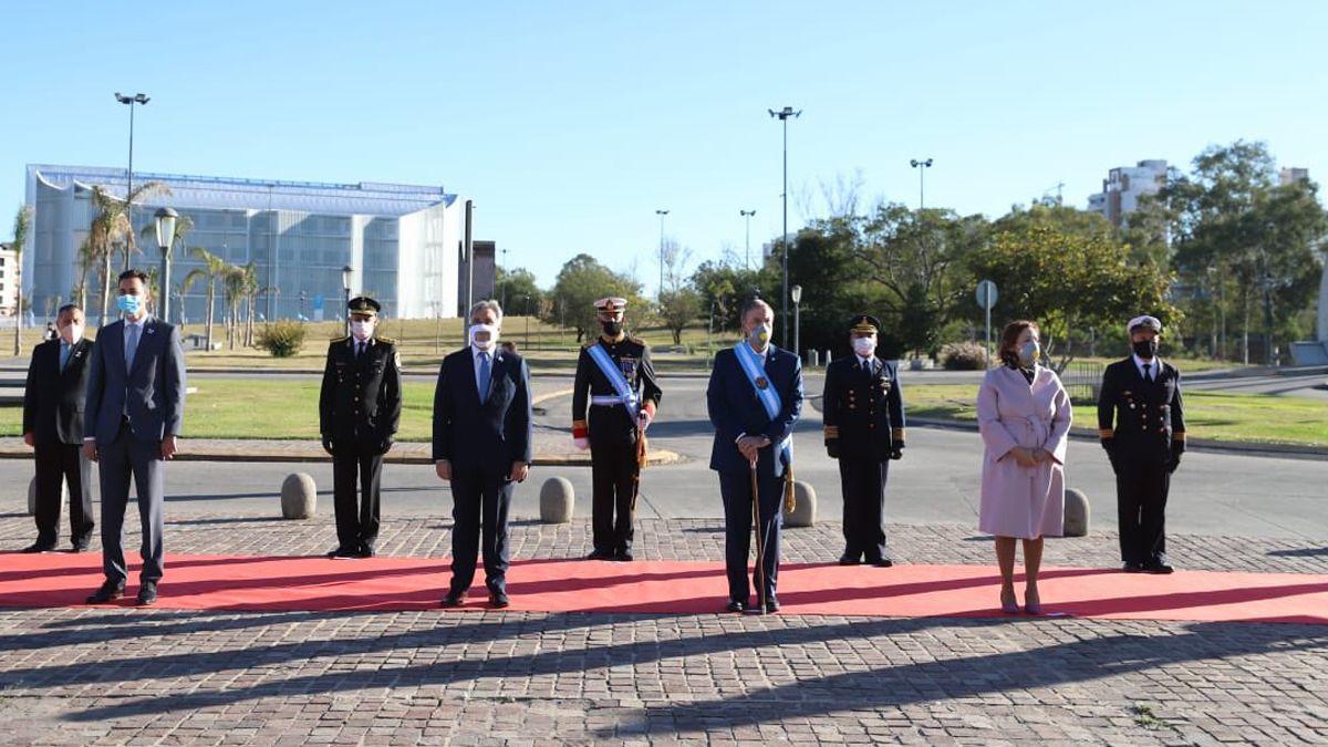El gobernador encabezó el acto por el Día de la Patria.