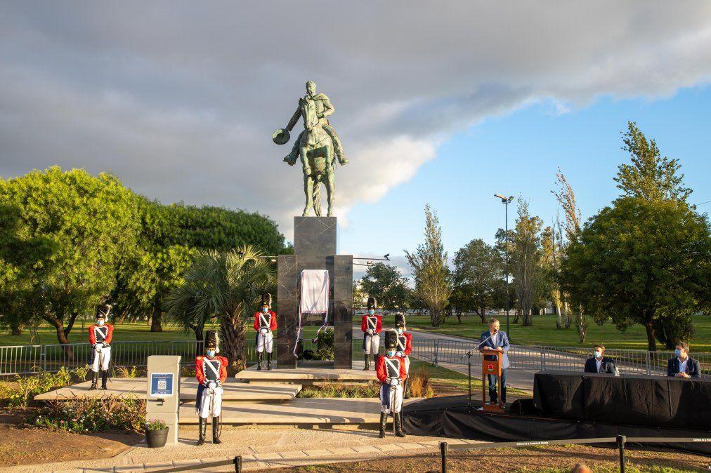 Se llevói adelante el acto de inauguración del monumento al primer mandatario constitucional de Córdoba