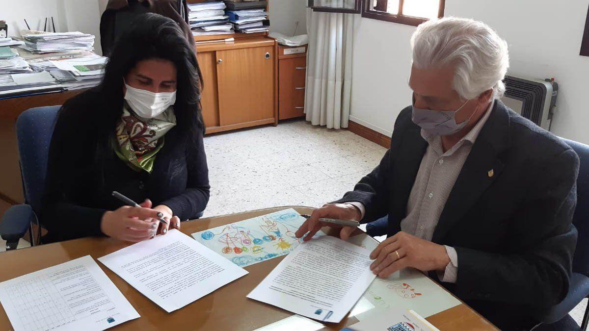 El rector Rovere firmó el convenio con la subsecretaria de DDHH