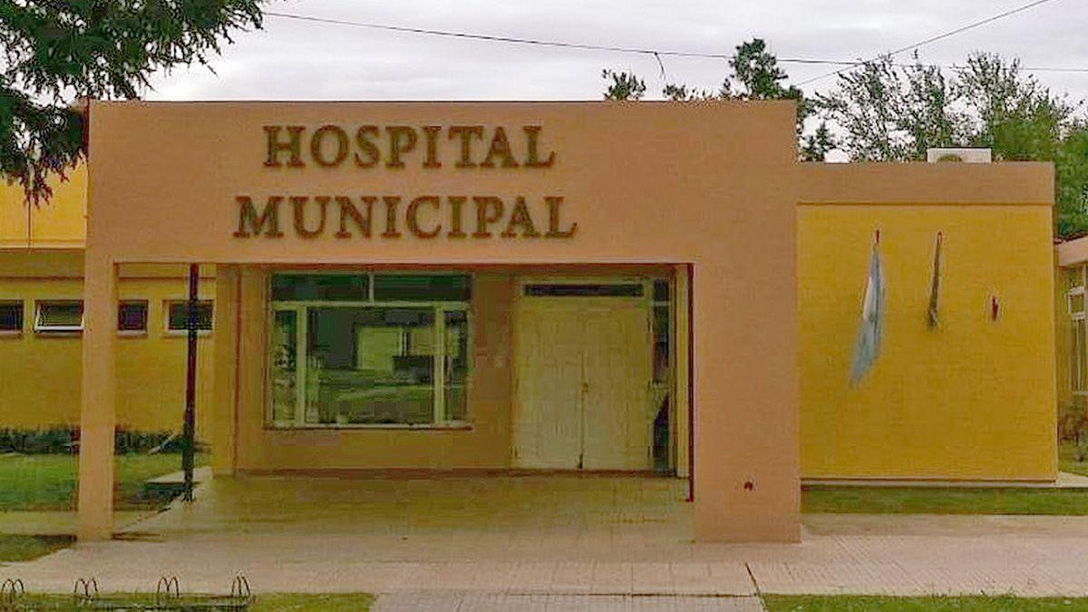 La directora dijo que en el Hospital la pareja del intendente tuvo cobertura de Apross
