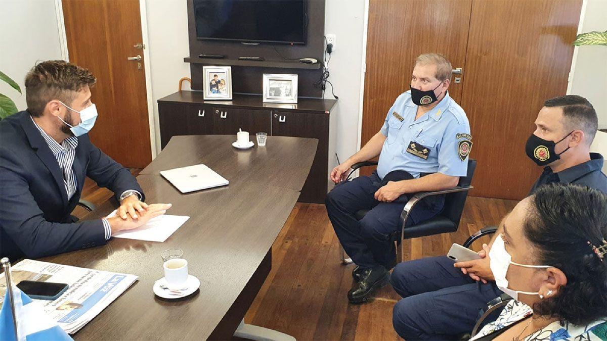El intendente Morra se reunió con las autoridades policiales de la Departamental Juárez Celman.