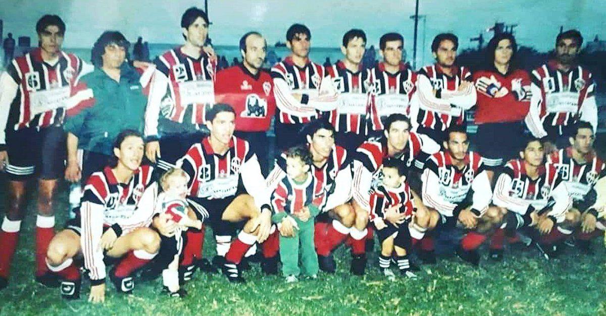 El elenco de Alem de Villa Nueva que obtuvo el título en 1998. Fue el primero que ganó Pablo Suárez