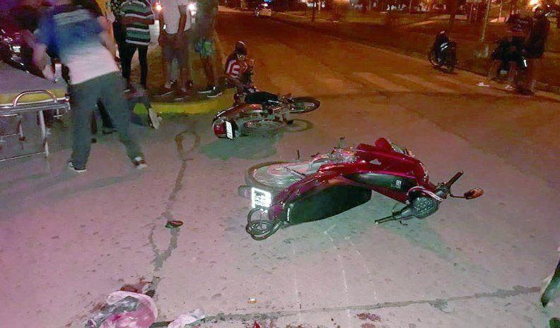 Choque de motocicletas dejó  a un joven con lesiones graves