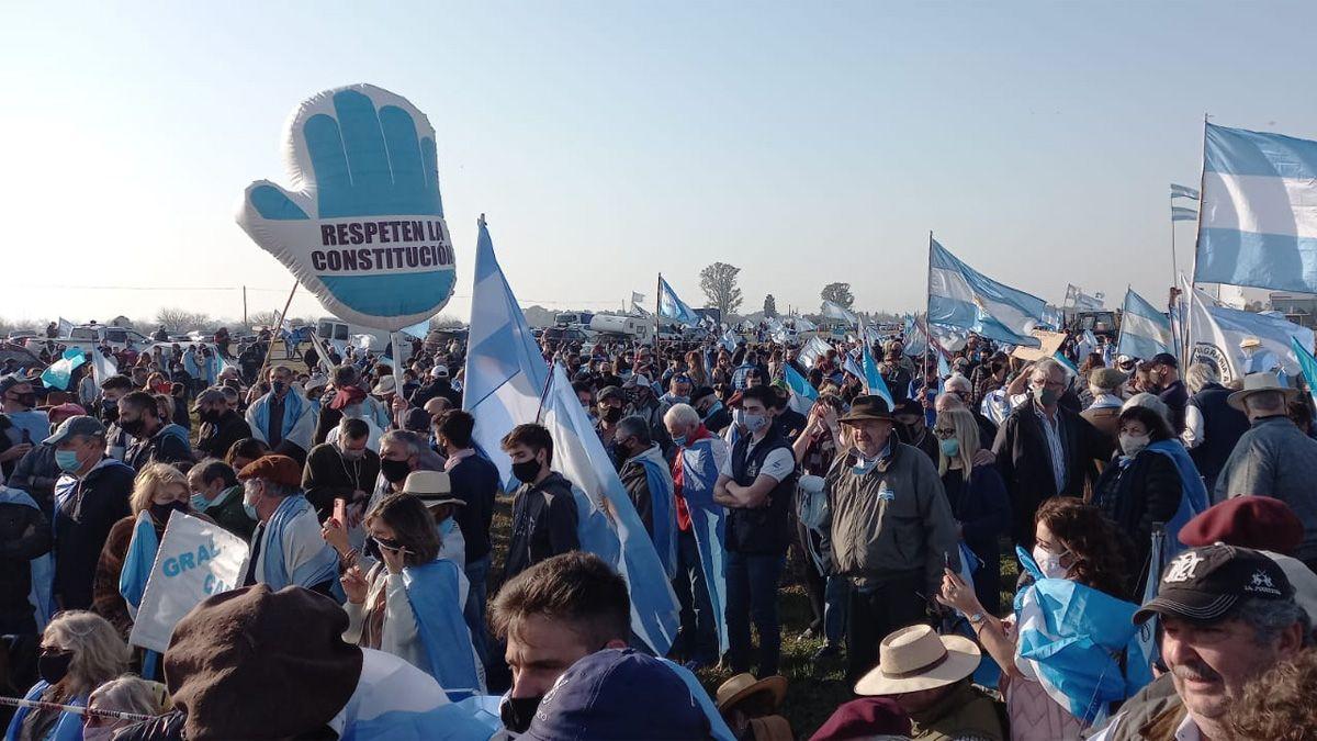 Una de las consignas de la convocatoria era no llevar banderas políticas.