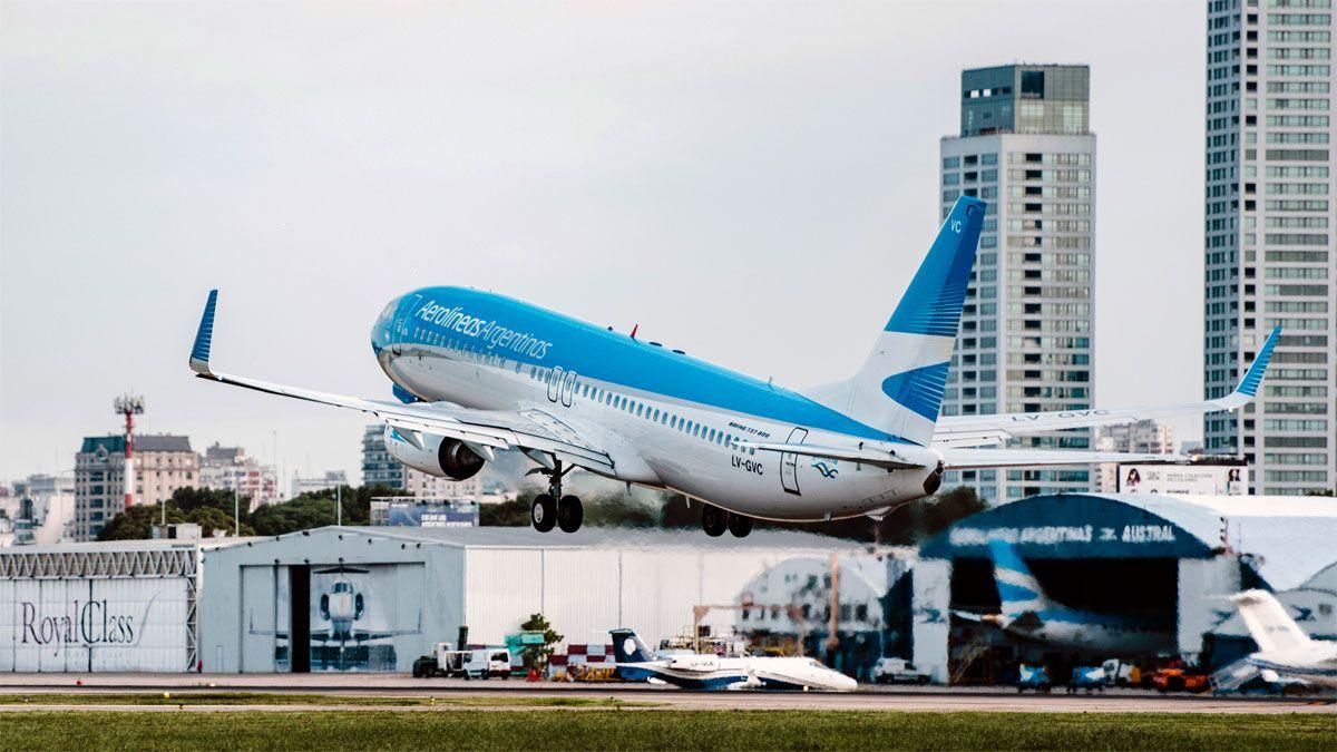 Con un vuelo a Jujuy, Aerolíneas reinició el servicio suspendido desde marzo