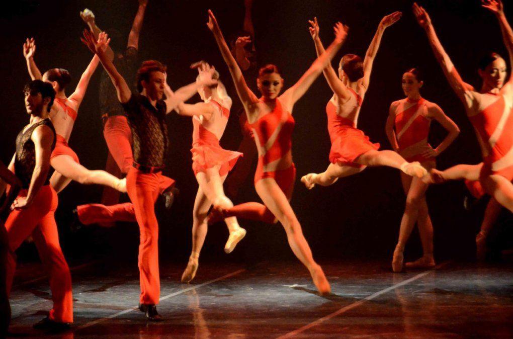 El Ballet Oficial de la Provincia participa del 130º Aniversario del Teatro del Libertador.
