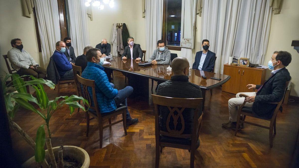El intendente Llamosas encabezó una reunión con todos los bloques de concejales.