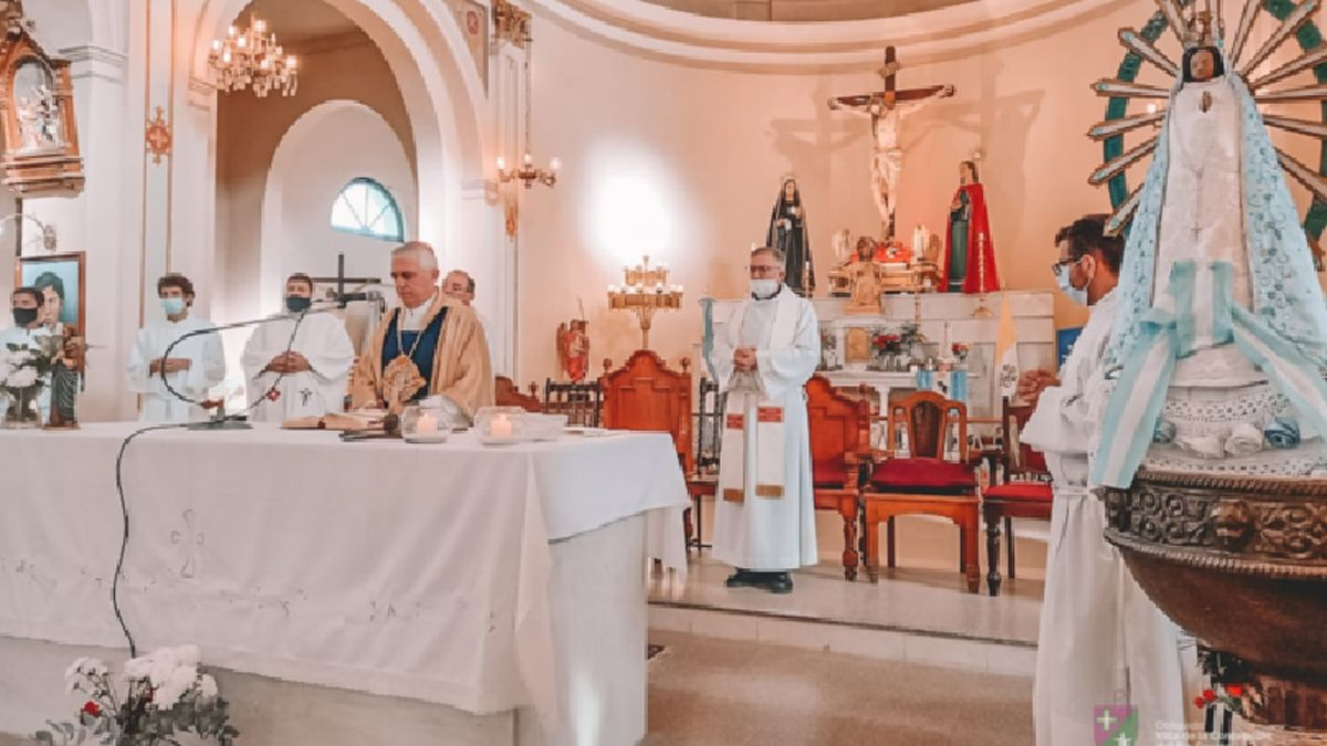 El obispo Adolfo Uriona encabezó la misa central.