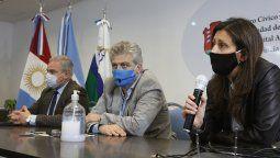 El director del Hospital San Antonio de Padua y titular del COE Regional, Carlos Pepe, encabezó una conferencia de prensa, junto con el secretario de Salud municipal, Marcelo Ferrario, y con la médica infectóloga Valeria Alaniz.