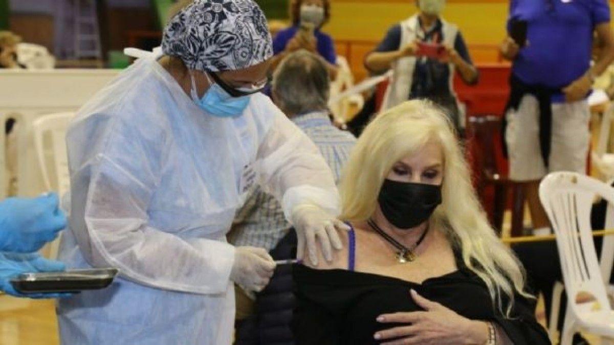 Susana Giménez se aplicó la vacuna contra el coronavirus en Uruguay.