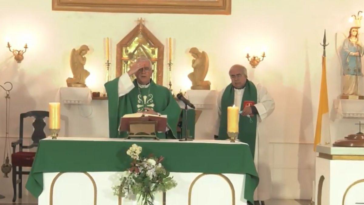 El obispo Adolfo Uriona presidió la santa misa desde Achiras.