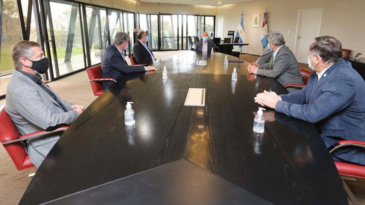 El gobernador recibe a la Mesa de Enlace en el Centro Cívico de Córdoba.