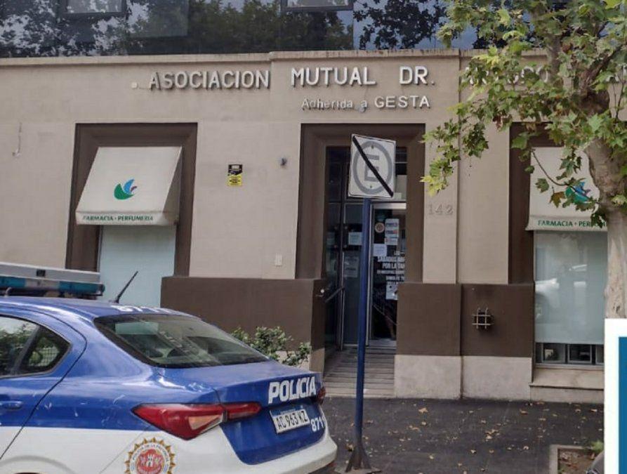 Rompieron la vidriera y robaron en una farmacia de pleno centro
