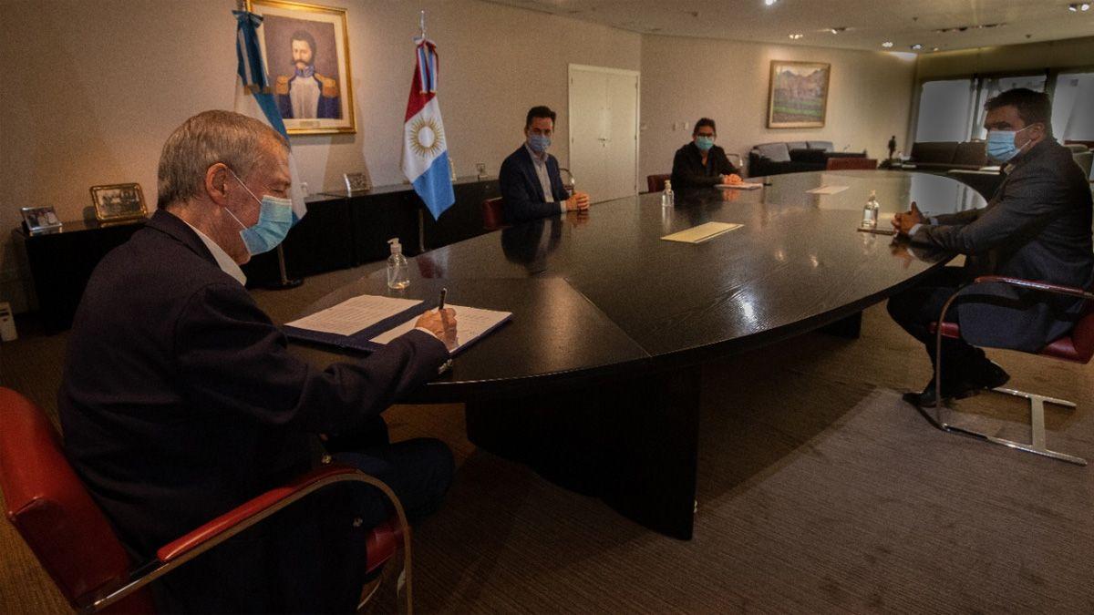 El gobernador Juan Schiaretti firmó el decreto con las medidas de Córdoba.