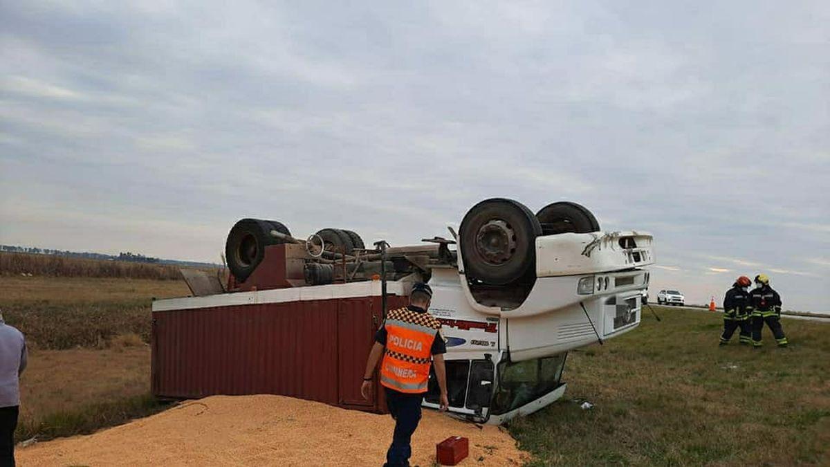 Leones: camionero herido tras vuelco en la autopista