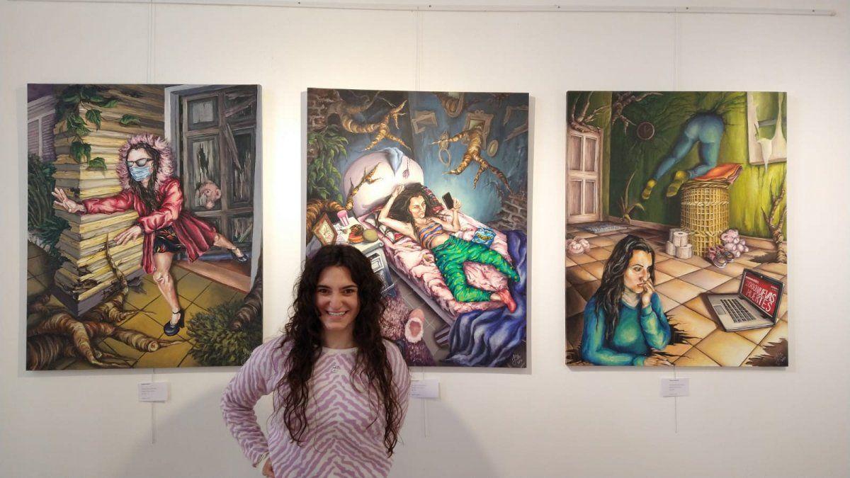 Julieta Bonetto y parte de su trabajo.