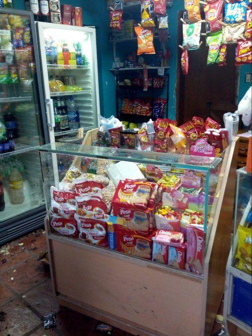 Violento asalto en un kiosco ubicado frente al Poli
