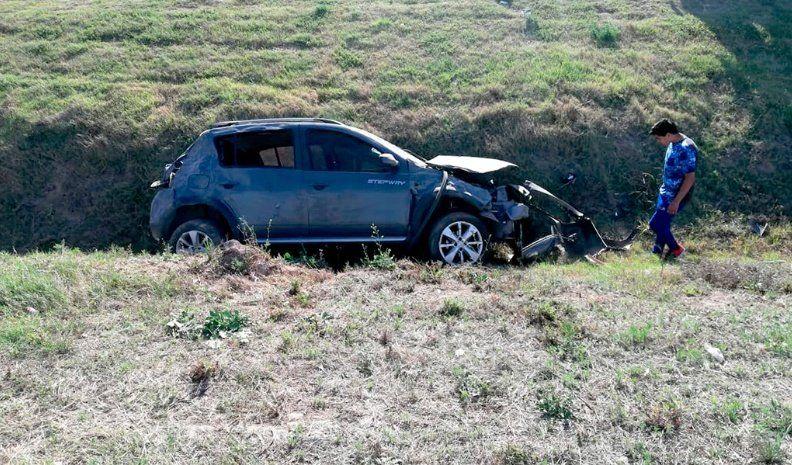 Cinco heridos al volcar en la autovía de la ruta 36, cerca de Baigorria