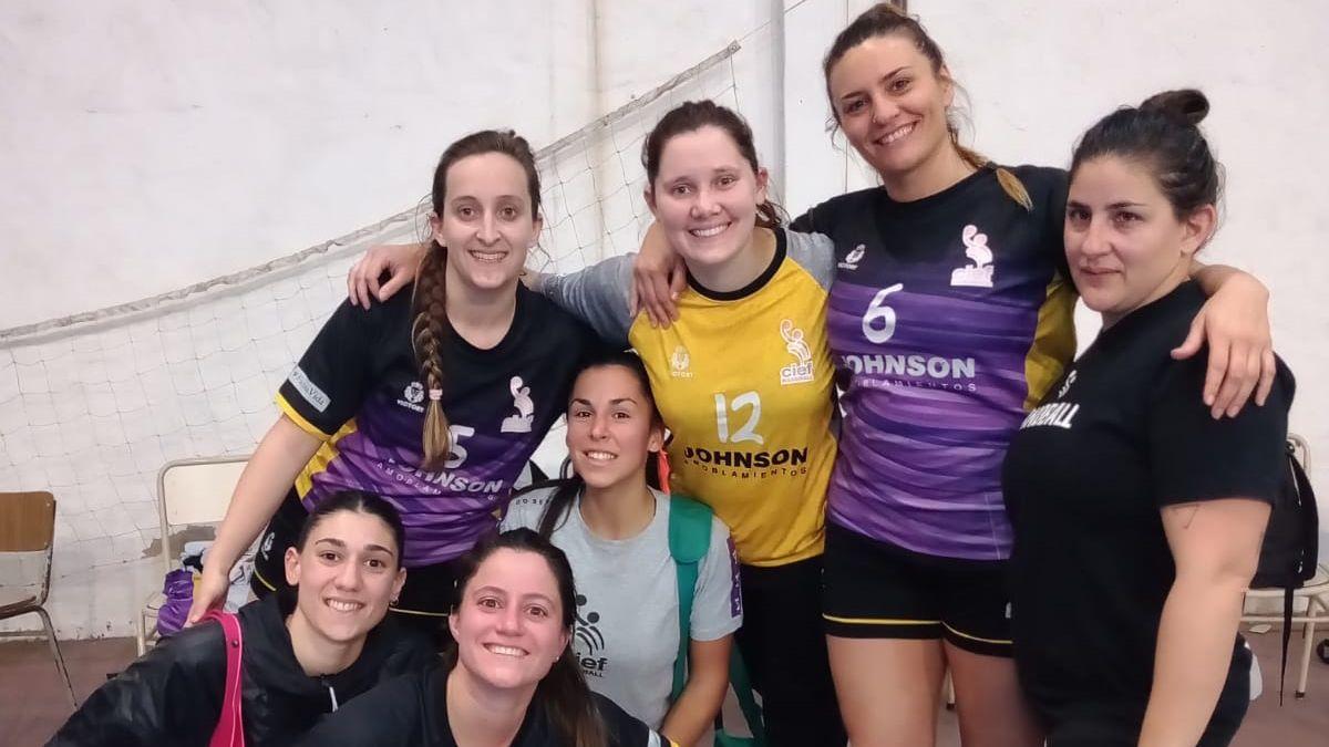 Cief festejó en su vuelta al torneo oficial. Venció a Barrio Parque de Córdoba en el gimnasio del Colegio Nacional.