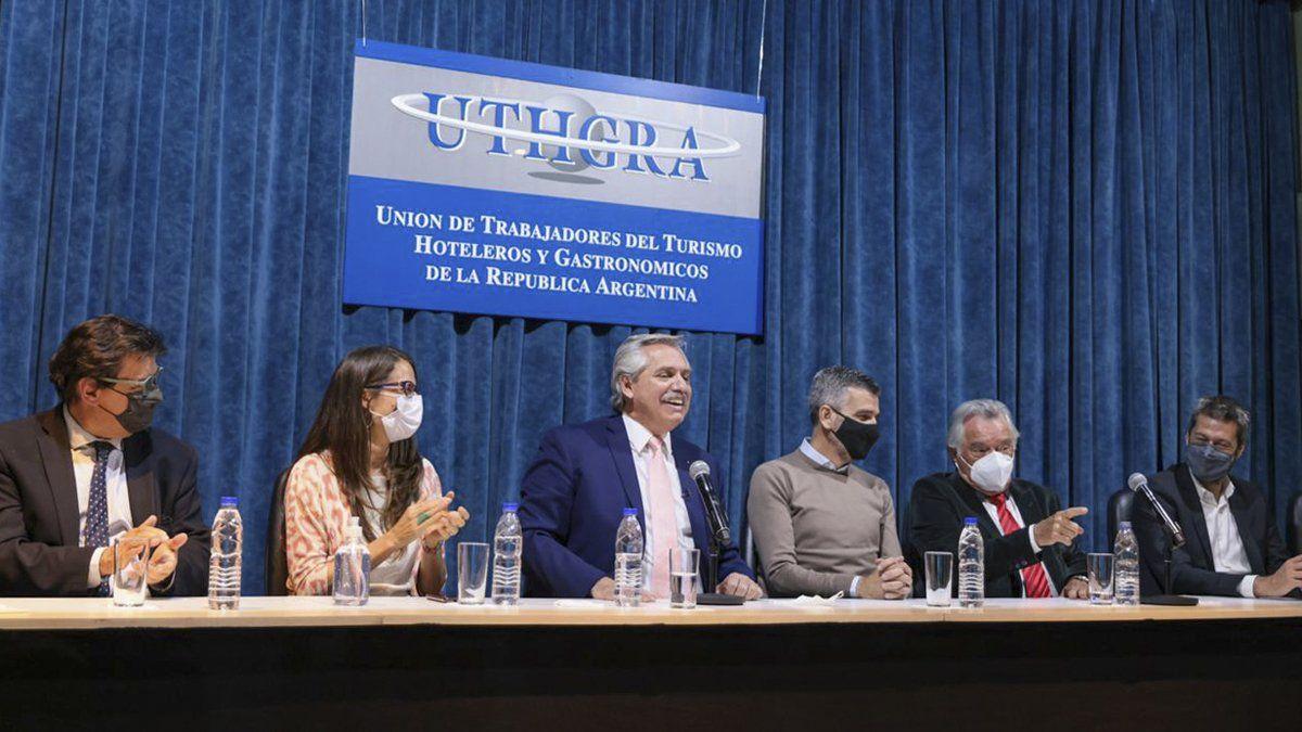 Alberto Fernández firmó un convenio con el sector gastronómico y hotelero.