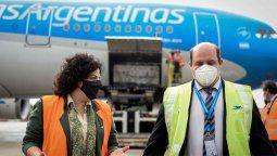 La ministra de Salud, Carla Vizzotti, recibe el noveno vuelo de Aerolíneas Argentinas proveniente de Moscú, Rusia, arribó hoy al Aeropuerto Internacional de Ezeiza con 370.000 dosis del componente 1 de la vacuna Sputnik V contra el coronavirus.