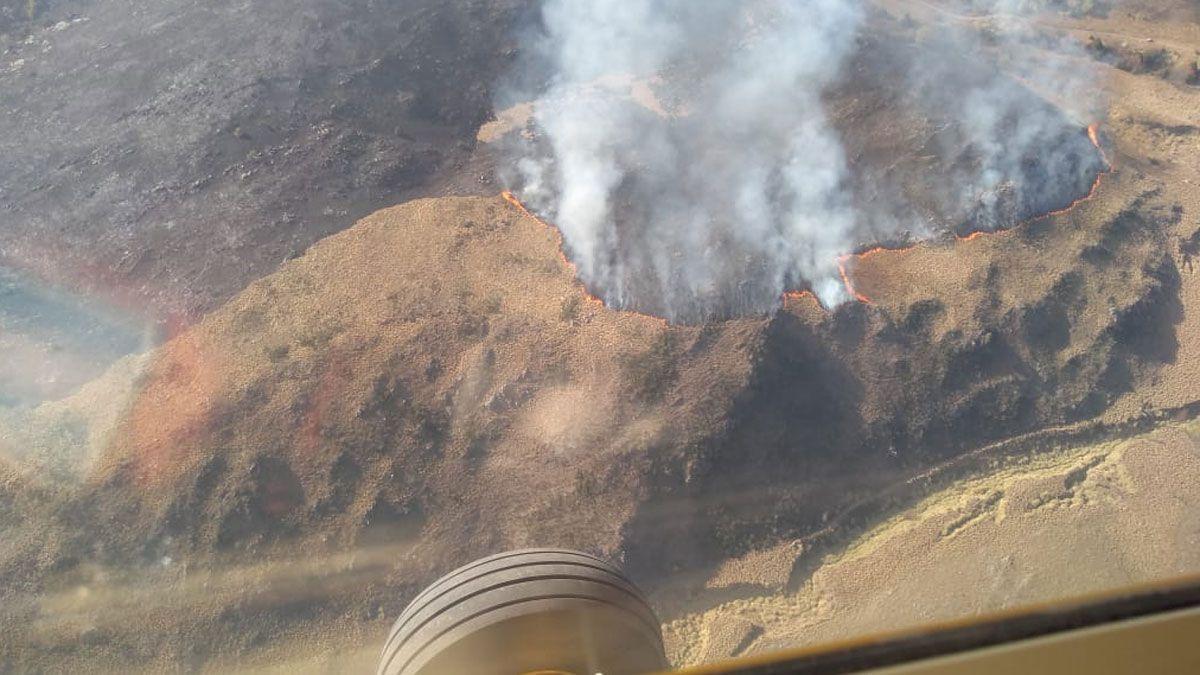 Se encontraban combatiendo estos incendios 400 Bomberos Federativos con personal de la Agrupación Serrana