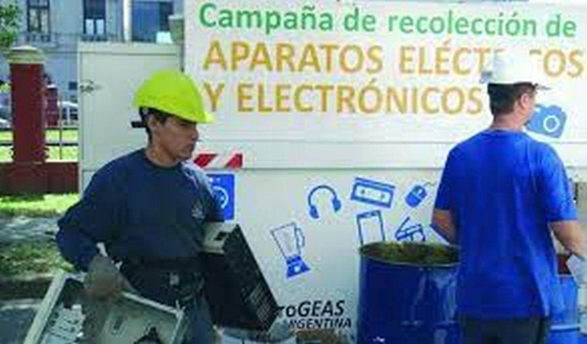 Los residuos electrónicos se recolectan en dos contenedores; uno de ellos