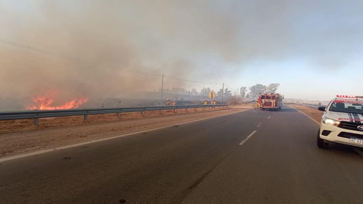 El incendio se desató a metros de la autovía de ruta 6
