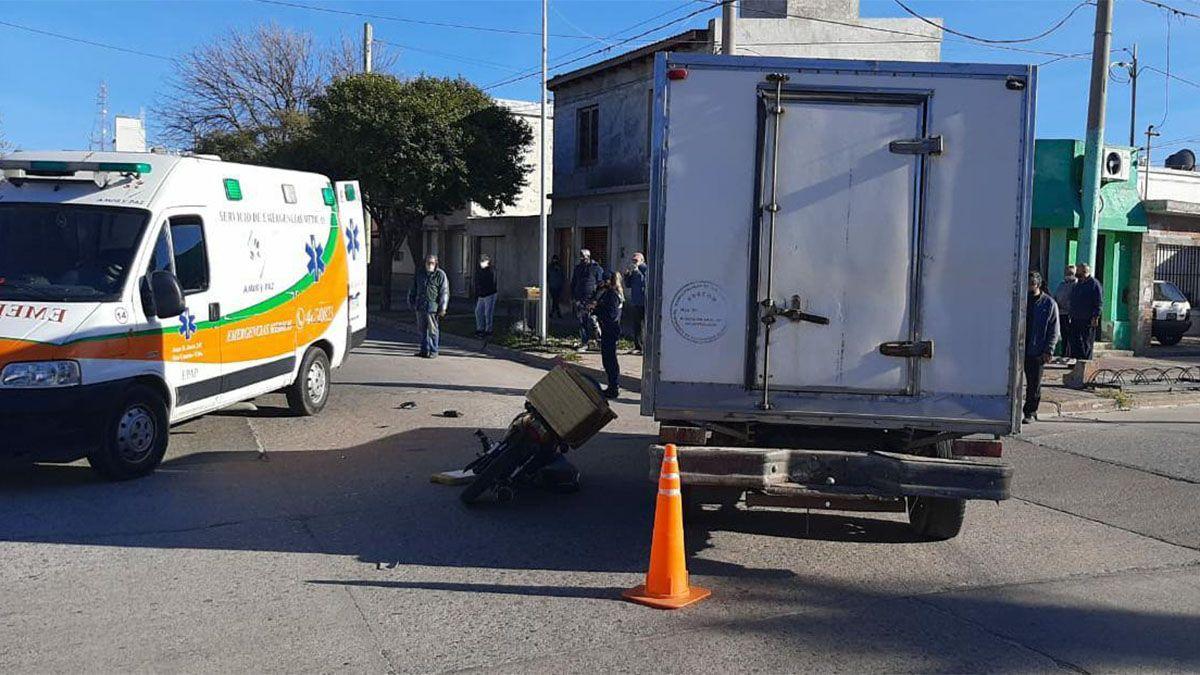 El accidente se registró en la esquina de Hipólito Yrigoyen y Sucre.