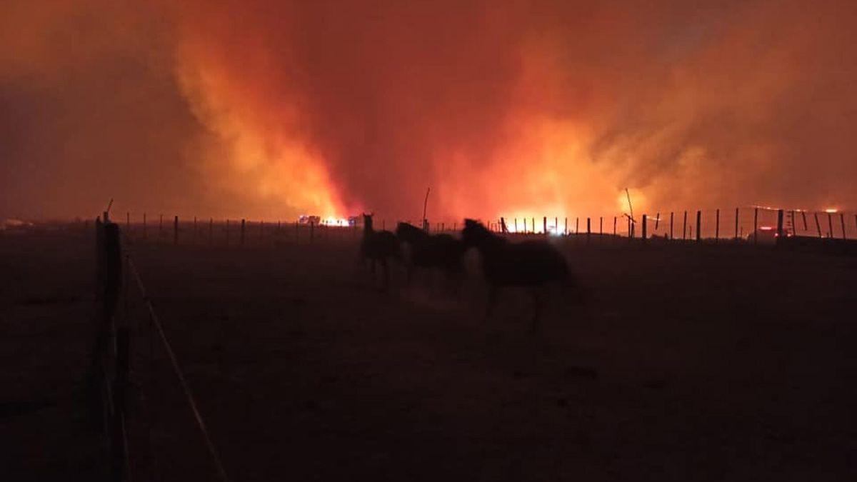 En Alpa Corral y Las Albahacas siguen monitoreando el avance de las llamas.