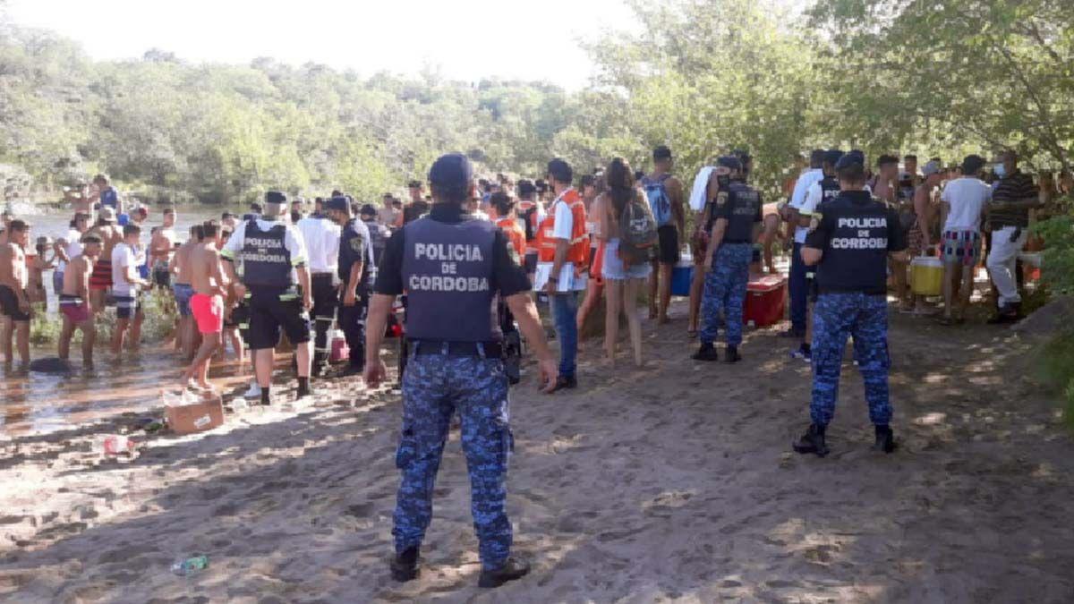 Más de 50 agentes de la Policía de la Provincia se desplegaron en Santa Rosa para evitar aglomeración de jóvenes.