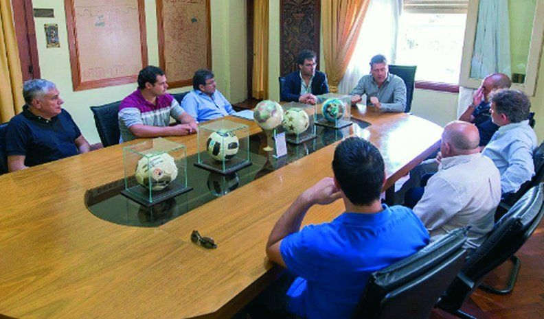 BellVille:autoridades de  YPF recibirán el martes 5 a los fabricantes de pelotas