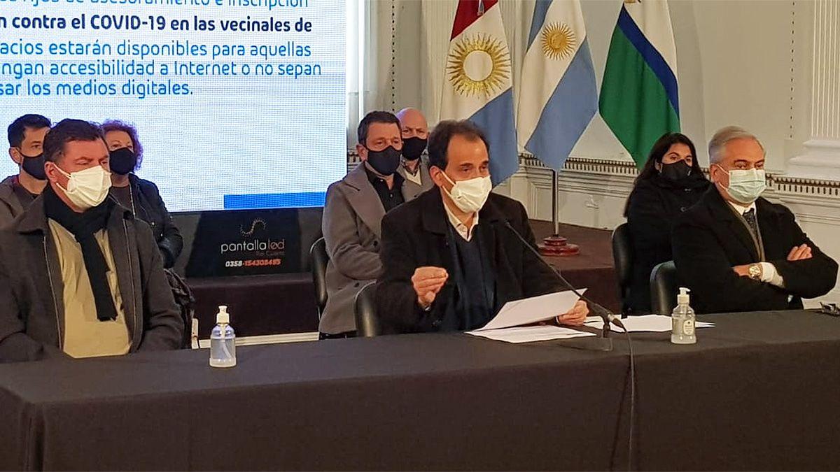 El intendente Llamosas encabezó la conferencia en la que precisó respecto de los alcances de las nuevas disposiciones.