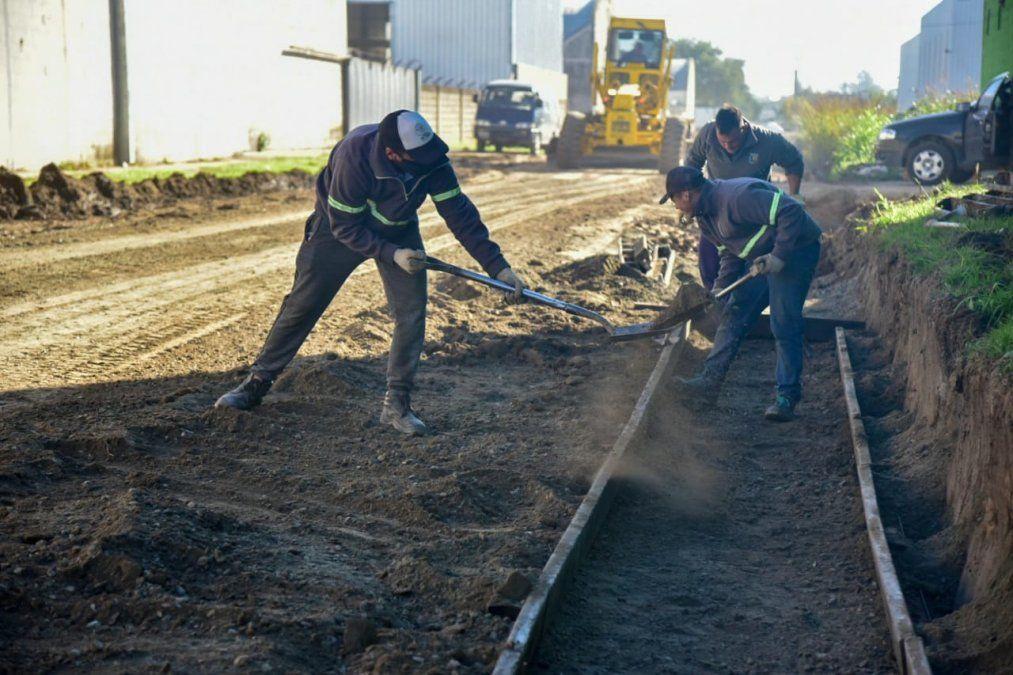 Avanzan obras de cordón cuneta en barrio Industrial