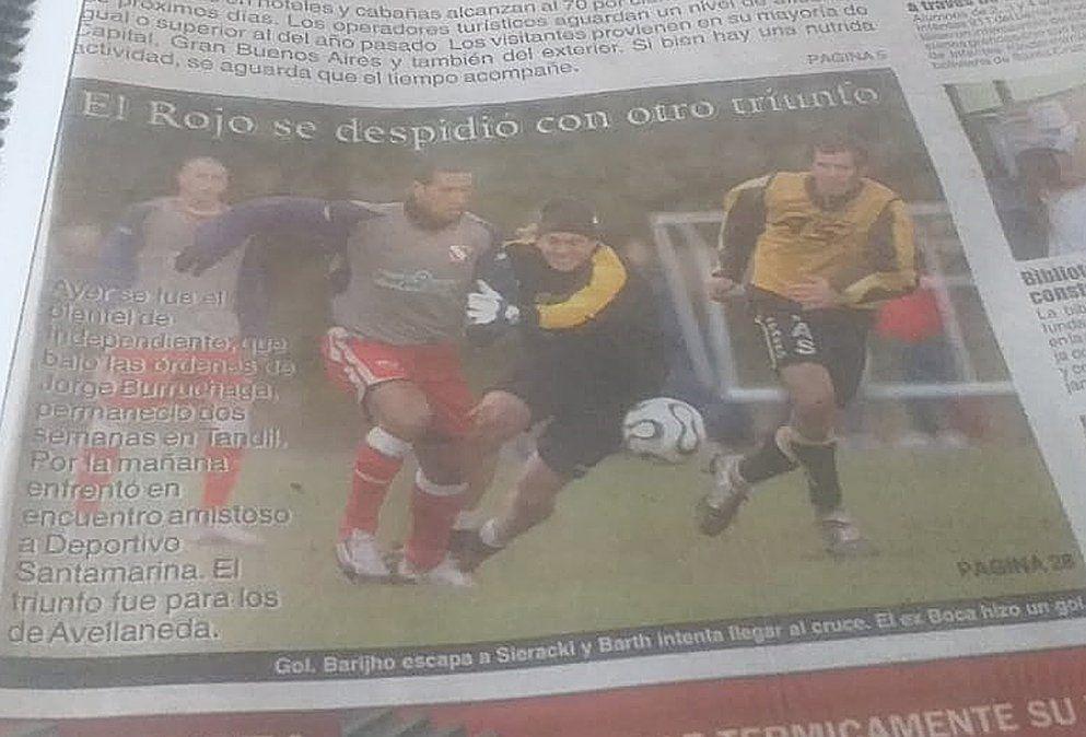 Tapa de un diario en Tandil. Sieracky y Barijho en un duelo Santamarina - Independiente.